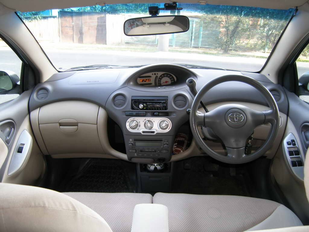 Toyota Funcargo салон