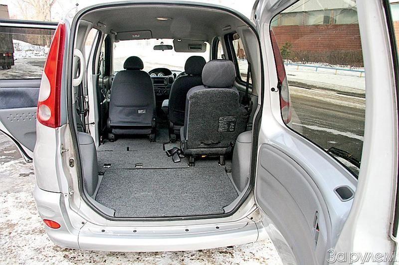 Toyota Funcargo интерьер